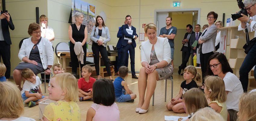 """Besuch der Bundesministerin für Familie, Senioren und Jugend sowie des Ministerpräsidenten im Rahmen der Verabschiedung des """"Gute Kita Gesetzes"""" für Sachsen-Anhalt"""